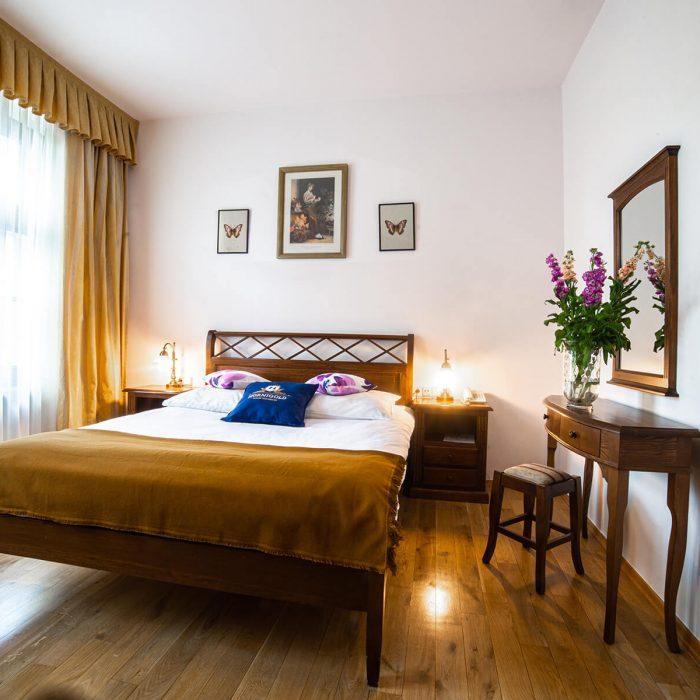 Hornigold_w_zielonej_kamienicy_apartamenty_katowice_apartament_suite_202 (1)